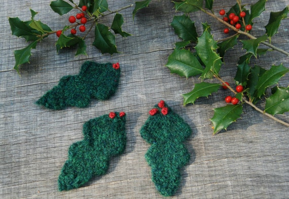 Felted Winter Holly leaves, Christmas decoration, Waldorf season table, winter decorations, natural home decor, nature table