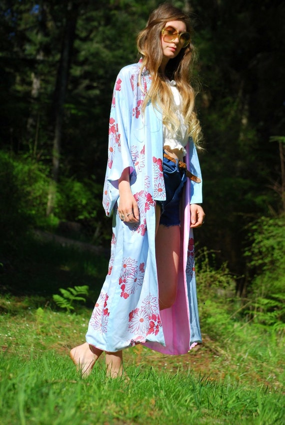 https://www.etsy.com/listing/230990820/vintage-silk-kimono-robe-baby-blue-rose?ref=favs_view_3