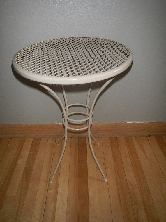 vintage small round metal patio table side end by. Black Bedroom Furniture Sets. Home Design Ideas