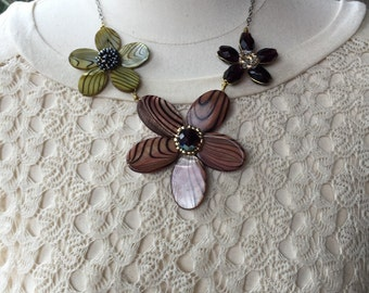 Brown flower shell necklace