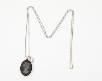 CAMELIA - Cameo necklace antique silver chain-mounted