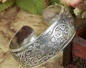 Oriental antique yunnan tibet miao silver bangle cuff open floral carved thai nepal ethnic boho traditional tribal exotic ancient vintage