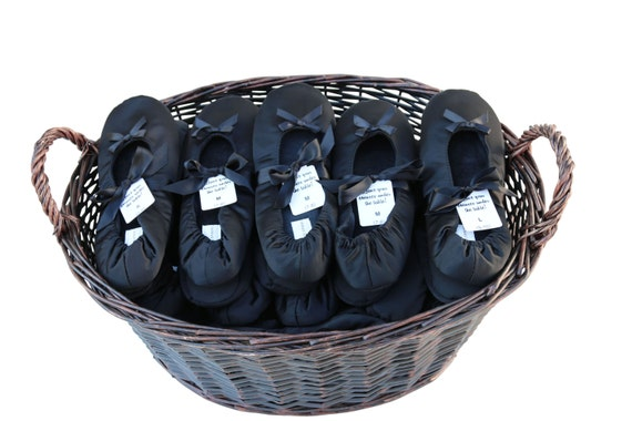 PRE-ORDER Out of stock until Sep 20. 25 pairs of Classic Wedding Dancing Shoe slipper Favors For Guest