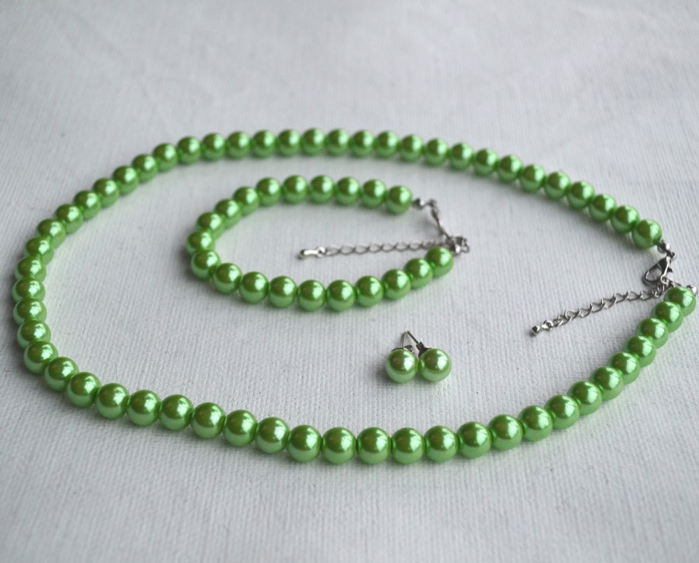 green pearl setpearl necklace pearl bracelet and pearl