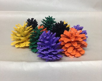 Hand painted Halloween pinecone decor. Halloween decor. Halloween table decor. Looks great in a bowl or a vase.