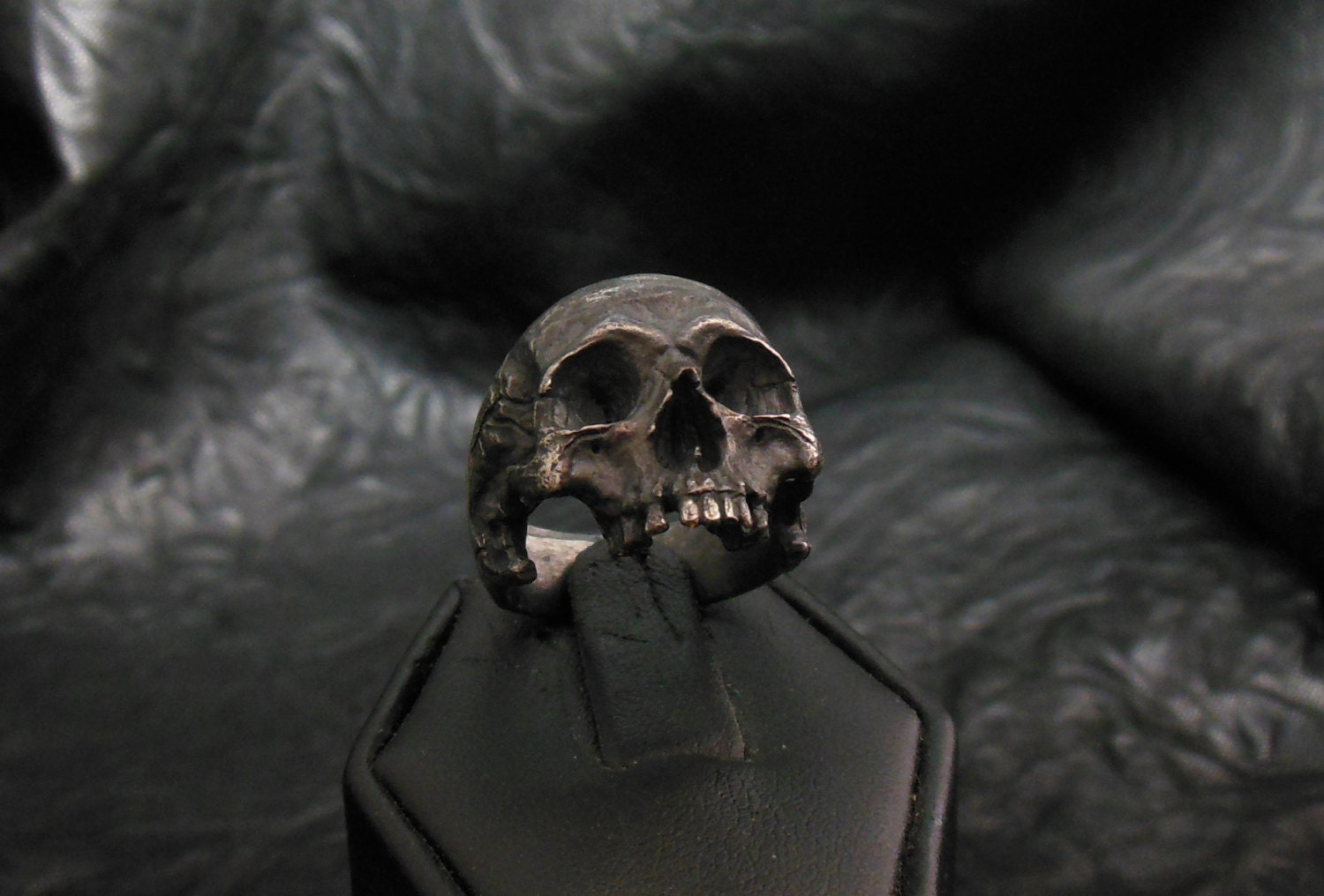 Into The Fire Jewelry Skull ring Standard decayed half jaw