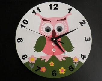 Owl clock  pink owl  quiet clockwork- green  white, nursery décor, wall clock, owl wall clock, modern wall clock,  wooden wall clock, clock