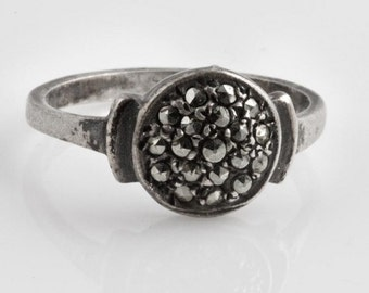 Art Deco sterling silver and marcasite ring size 6. (rgvs131)