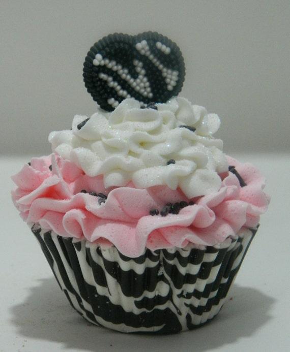 Zebra Creme Pie Cupcake Bath Bomb