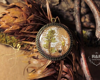 Pendant with natural plants / Round pendant / pendant with flowers / forestry jewelery / rustic necklace