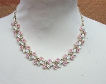 1950s interlocking pink flower & cold painted enamel cream leaf collar necklace