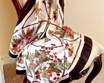 1970s Vintage Gucci Silk Scarf, Designer, Woodland Bouquets – Excellent Condition