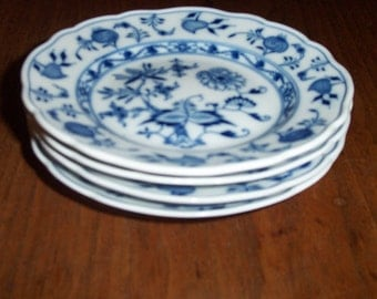 """Antique Meissen Blue Onion China Crossed Sword //  Bread and Butter Plate 6 1/8""""  dot period 1825 - 1924"""