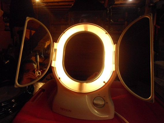 vintage revlon make up mirror with light. Black Bedroom Furniture Sets. Home Design Ideas