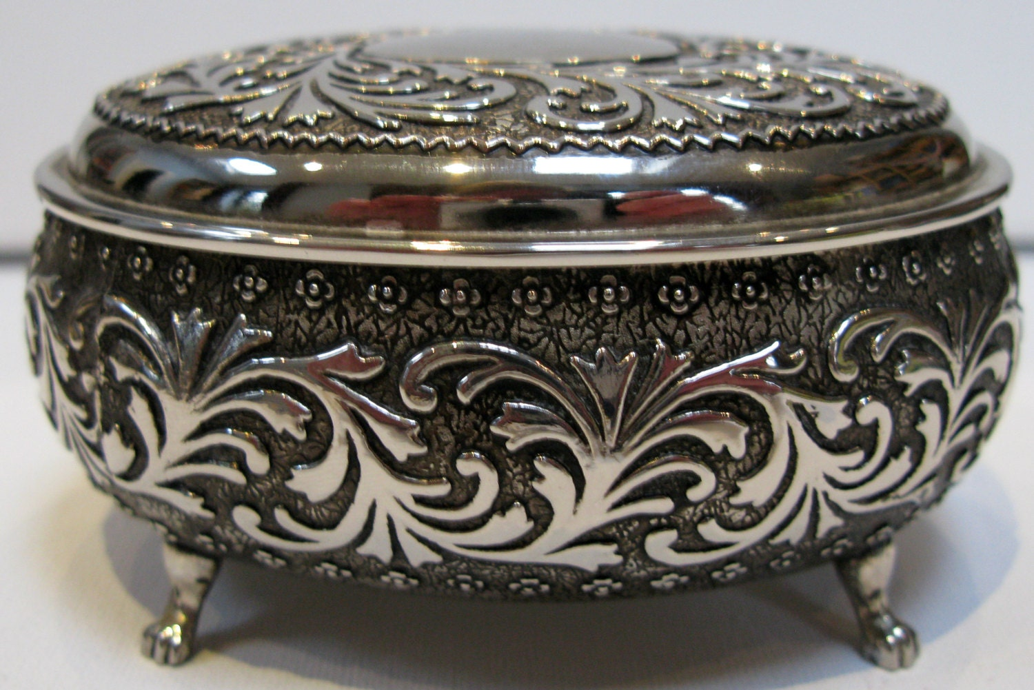 silver plated jewelry box silver trinket box silver. Black Bedroom Furniture Sets. Home Design Ideas