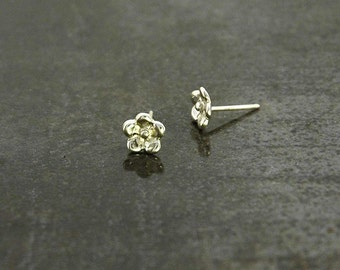 Forget-Me-Not stud earrings inspired by nature and hand-made in solid 925 Sterling silver