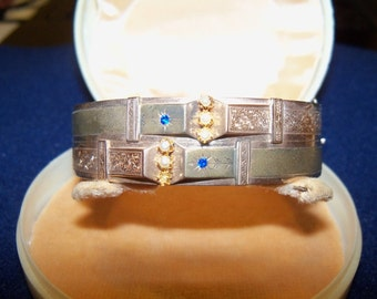 12 kt rose and yellow gold Bracelet of the Bourbon period, with 5 pearls and 2 sapphires