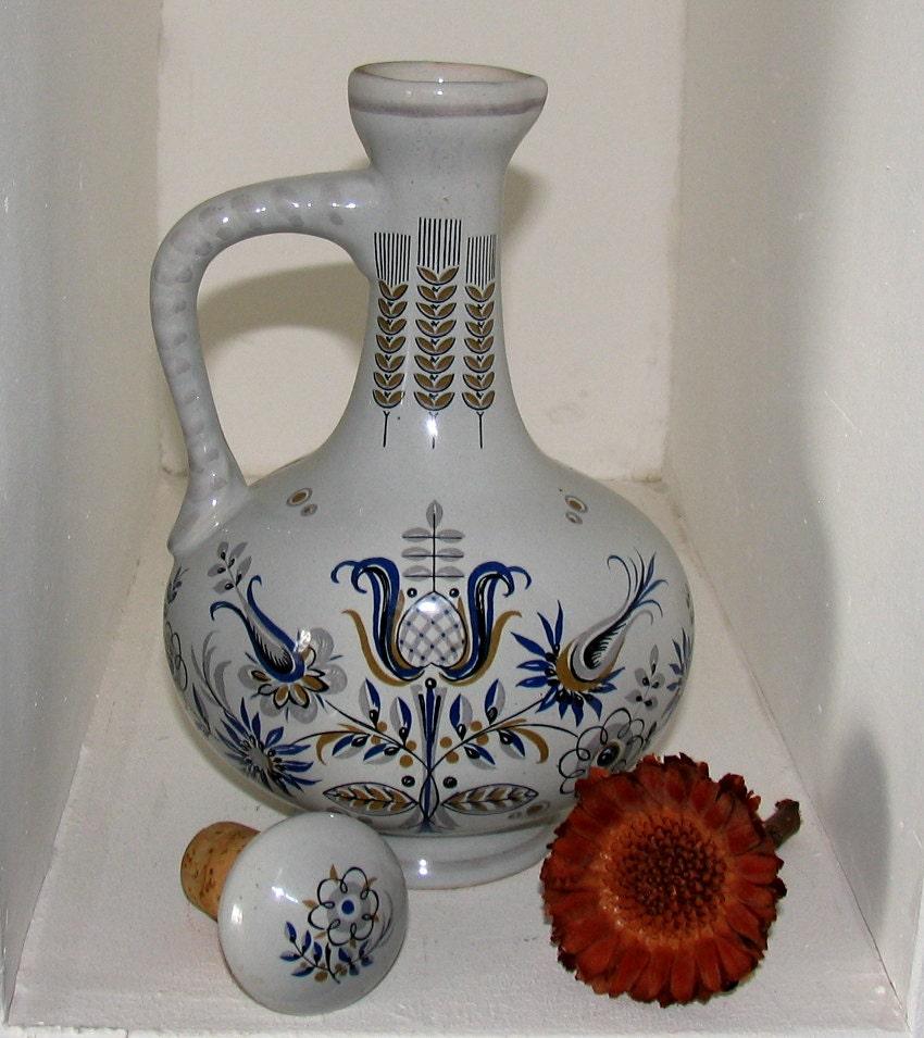 vintage porzellan flasche mit deckel der firma berentzen 1758. Black Bedroom Furniture Sets. Home Design Ideas