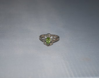 Sterling silver green zircon ring size 8.25