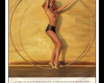 "Mature Celebrity Nude : Elle Macpherson Single Page Photo Wall Art Decor 8.5"" x 11"""