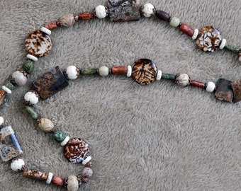 55-64-29. Multicolor beaded necklace.