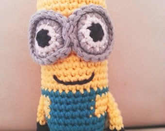 Two-Eyed Minion Crochet Kit with free Minion gift