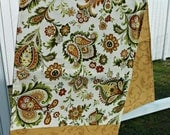 Table Runner and 4 Placemats - Gold