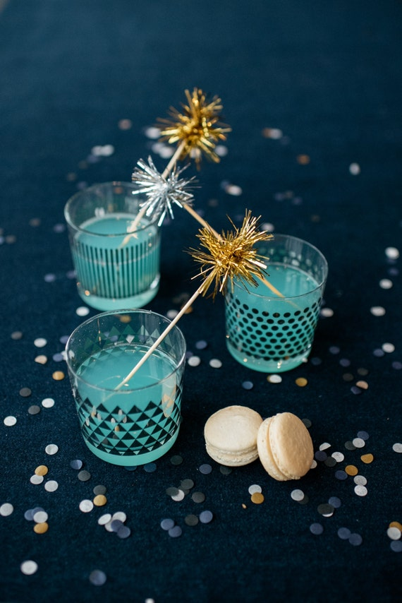 100 Gold or Silver Tinsel Drink Stirrers