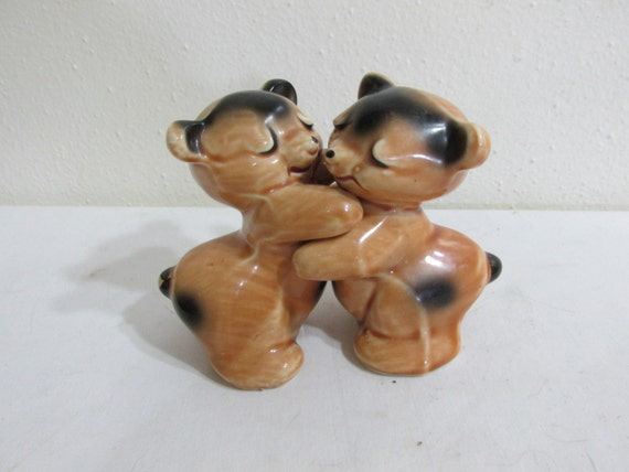 Salt and pepper shakers bear hug by van tellingen by luruuniques - Salt and pepper hug ...