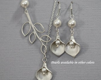 Bridesmaid Gift, Matte Calla Lily and Swarovski Pearl Necklace and Earring Set,  Bridesmaid Jewelry Set, Wedding Jewelry Set