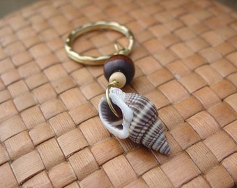 Sea Shell and Wood Bead Key Chain, Gold Toned