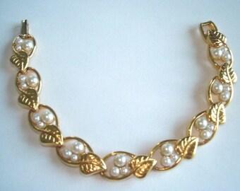 Signed Napier Pearl Chain Link Bracelet Gold Tone