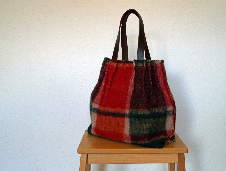 Geruite rood groene tas van wollen deken door handmadehandsome