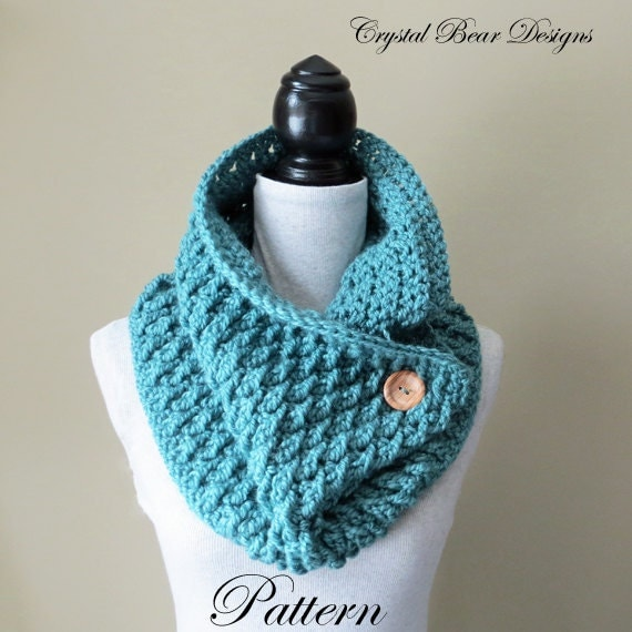 Crochet Cowl PATTERN / Scarf With Button / Neck Warmer / PDF