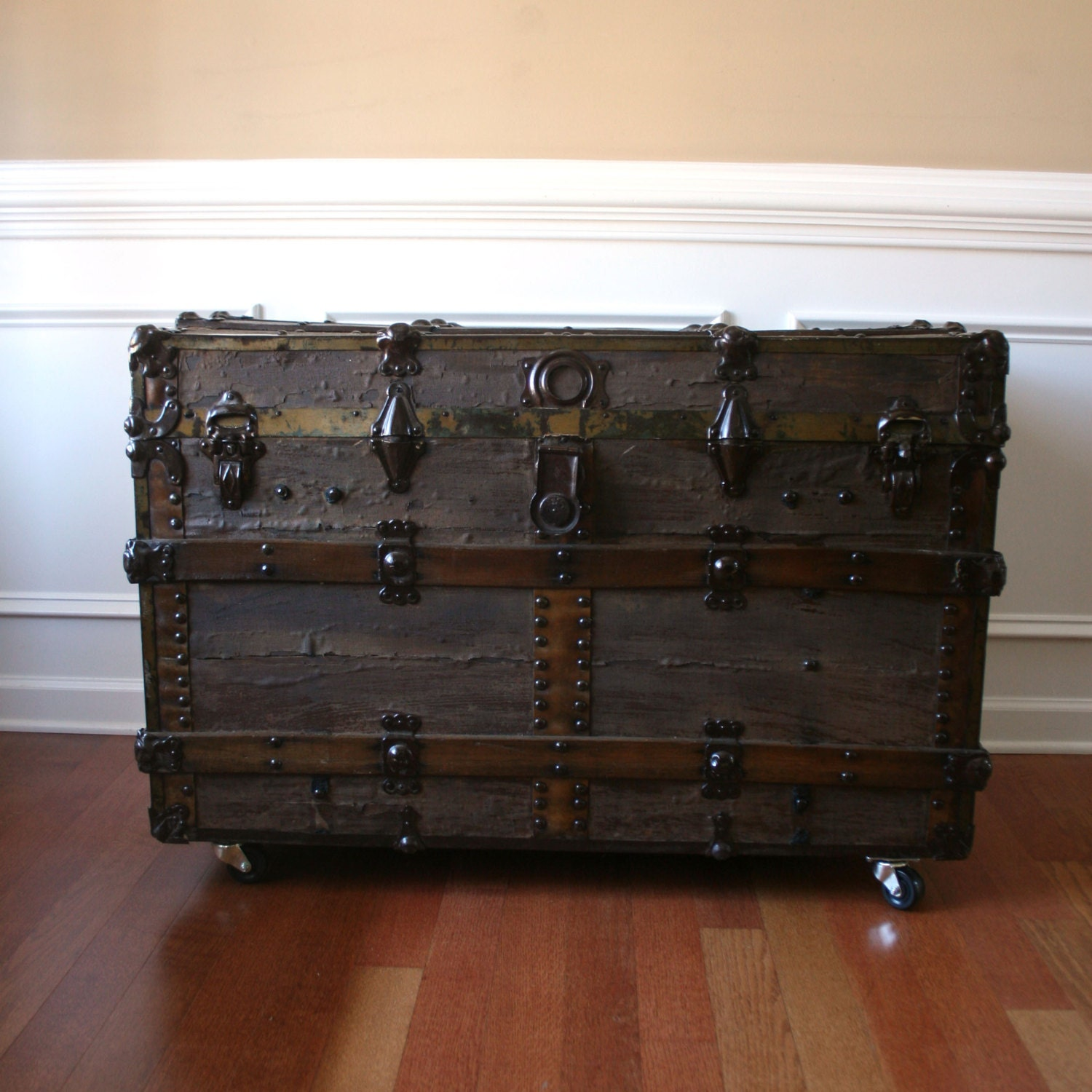 Antique steamer trunk industrial home decor coffee table flat top wood canvas leather Old trunks as coffee tables