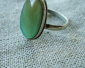 OMBRe Me RiNg Vtg Contemporary Design Green and Brown Stylish Jewelry Jade-like Centre Size 7-7.5