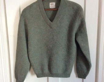 Vintage 1950's Mohair Mens Pullover V neck Sweater size Medium Fuzzy Moss Green