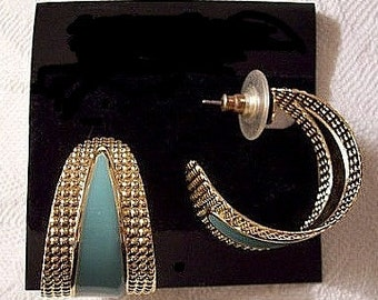 Turquoise Green Open Hoop Pierced Stud Earrings Gold Tone Vintage Large Wide Band Pinpoint Raised Nail Head Textured Edge