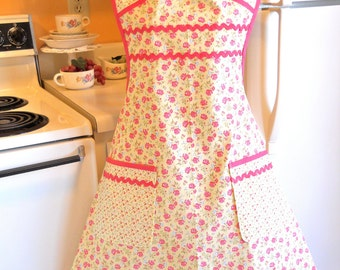 Vintage Cottage Chic Style Womens Full Apron in Yellow and Coral