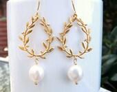 Pearl Earrings. White Pearl Laurel Wreath Dangle Earrings.Gold Pendant Earrings.White Pearl.Freshwater Pearl.Bridal.Bridesmaid Jewelry.Gift
