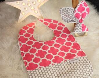 Baby bib and wooden teether, gift set. Baby bib. Baby wooden teether.Pink and grey.Baby shower gift.damask.Grey and pink nursery decor gift