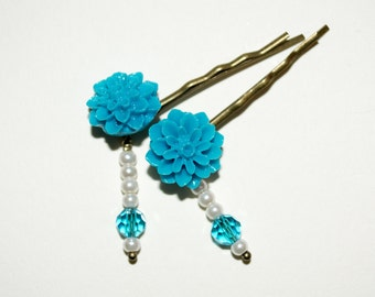 Flower Bobby Pins, Turquoise Hair Grips, Flower Hair Slides, Pretty Hair Accessories, Beaded Bobby Pins, Dahlia Hair Pins, Bright Turquoise
