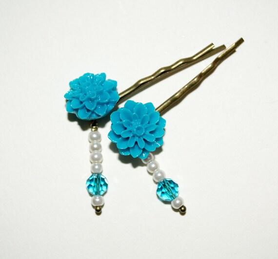 Flower Bobby Pins, Turquoise Hair Grips, Flower Hair Slides, Pretty Hair Accessories, Beaded Bobby Pins, Dahlia Hair Pins, Bright Turquoise