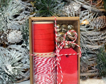 Red and Silver Gift Wrap Kit (GWK19)