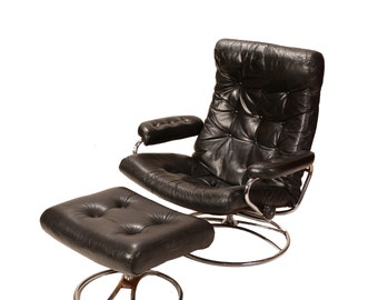 Mid Century Ekornes Stressless Black Leather and Chrome Lounge Chair Recliner
