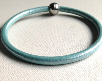 Leather Bangle,Metallic 5mm Tourquoise Bracelet, Magnetic Closure,Stacking, Layering