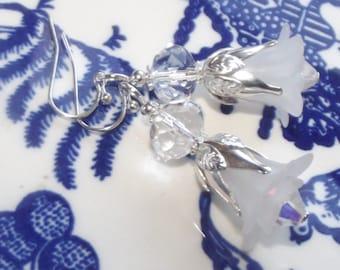 White Flower Earrings - Silver Earrings - Lucite Flower Earrings - Bridesmaid Earrings - Bridal Earrings - Acrylic Flower Earrings