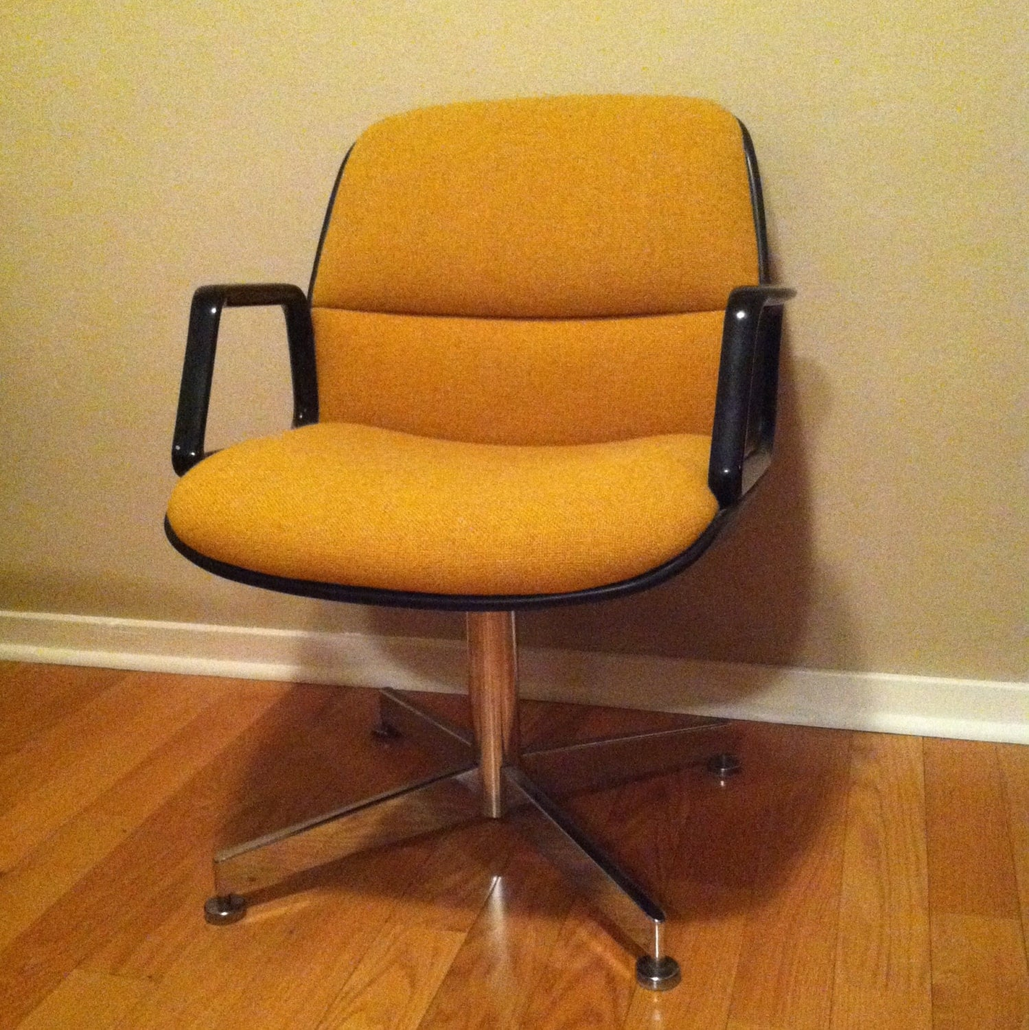 Vintage retro mid century upholstered swivel chair modern for Mid century modern upholstered chair