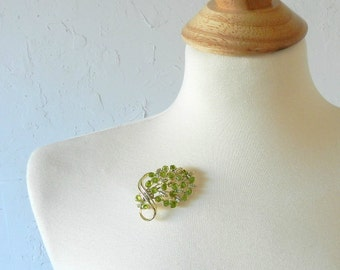 60's PERIDOT OLIVINE BROOCH - Natural Stones / Pearls / Gem Stones / Classic / Floral Shape / Romantic / For Her