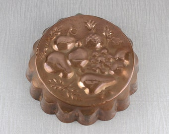 Vintage 1960's Round Copper Metal Dessert Fruit Mould Mold